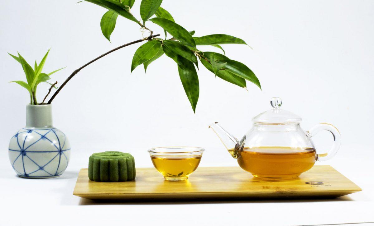 Bánh trung thu + ấm trà thủy tinh